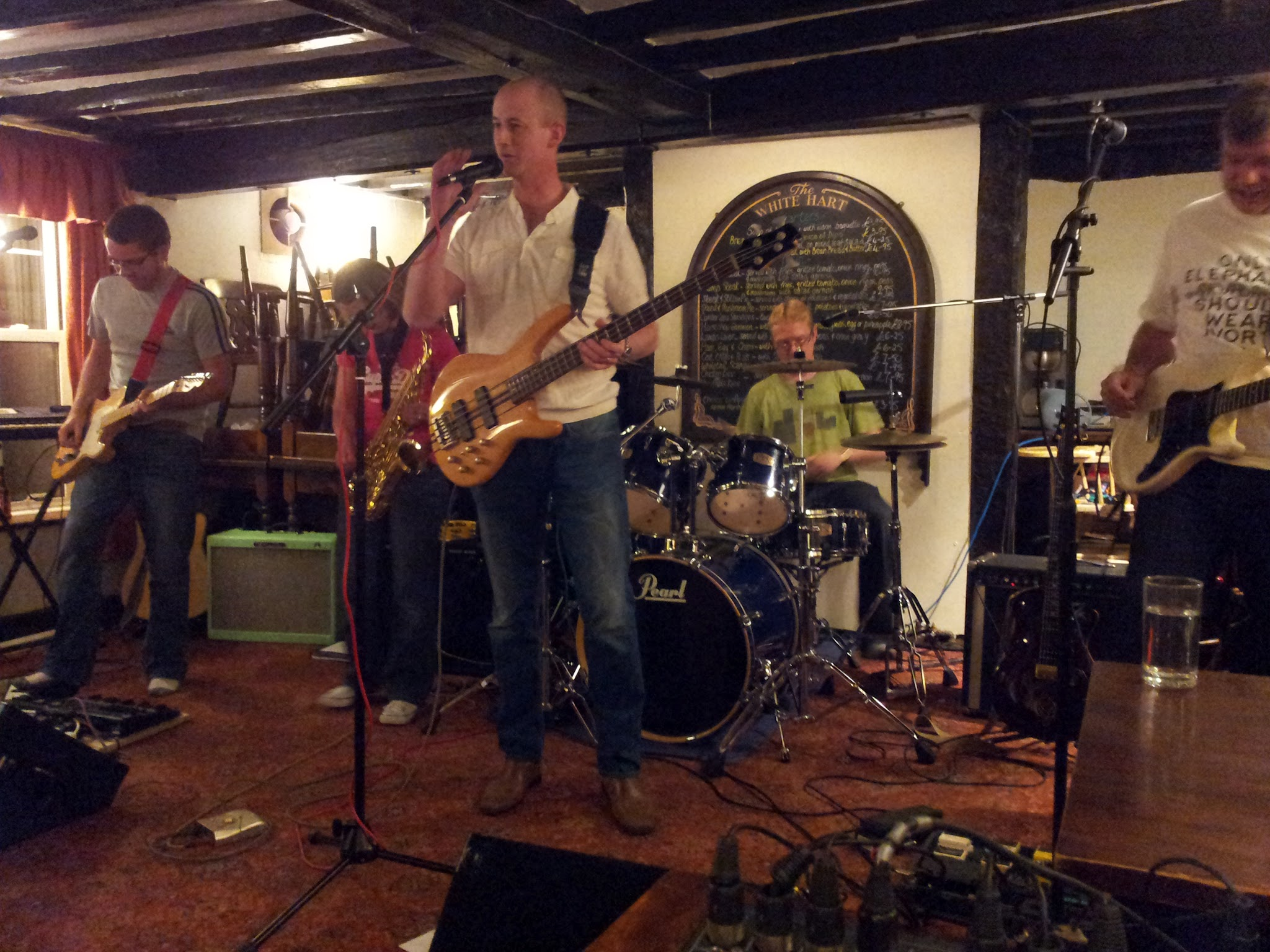 The Extra Covers playing at the White Heart in Thatcham